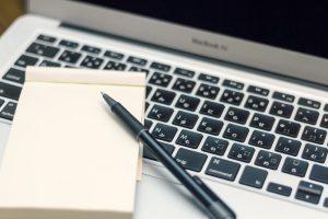 ペンとノートとパソコン